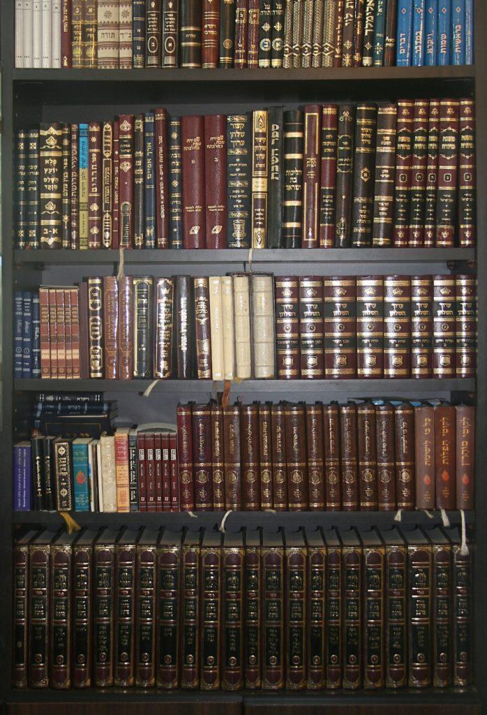 5 ספרי יהדות שאתם חייבים לקרוא.
