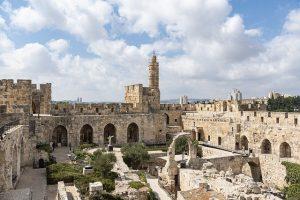 הרב עובדיה יוסף: על ההיסטוריה והמורשת של הרב הגדול